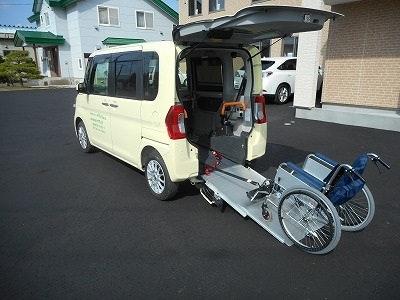 移動用車 有料老人ホ-ム オアシス東7条(住宅型有料老人ホーム)の画像