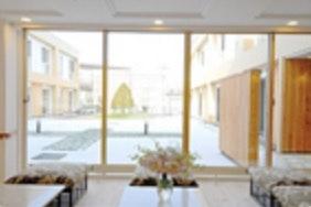 中庭 サービス付高齢者向け住宅 ルルドの泉(サービス付き高齢者向け住宅(サ高住))の画像