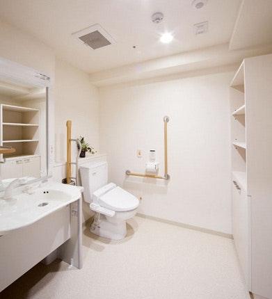 多機能トイレ・洗面ユニット ネクサスコート泉中央(住宅型有料老人ホーム)の画像
