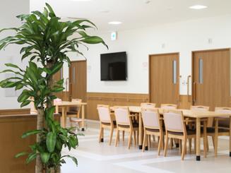 食堂兼ラウンジ 咲楽パークス日高(住宅型有料老人ホーム)の画像