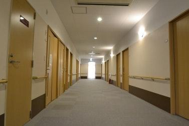 廊下 スマイリングホーム メディス安中(有料老人ホーム[特定施設])の画像