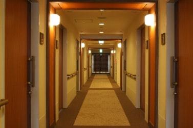 廊下 スマイリングホーム メディス越谷蒲生(有料老人ホーム[特定施設])の画像