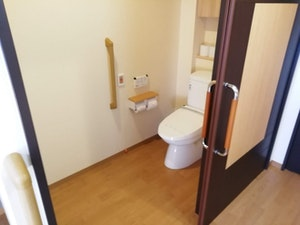 SOMPOケアラヴィーレ流山おおたかの森の居室内設備-トイレ