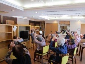 グッドタイムホーム多摩川の体操の様子