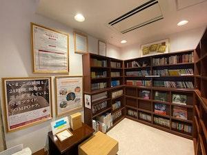 SOMPOケアラヴィーレ町田小野路の図書館スペース