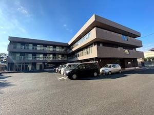 SOMPOケアラヴィーレ愛甲石田の駐車スペース