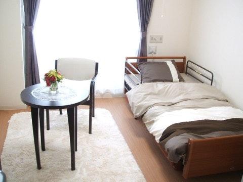 フィオレ・シニアレジデンス川西(住宅型有料老人ホーム)の写真