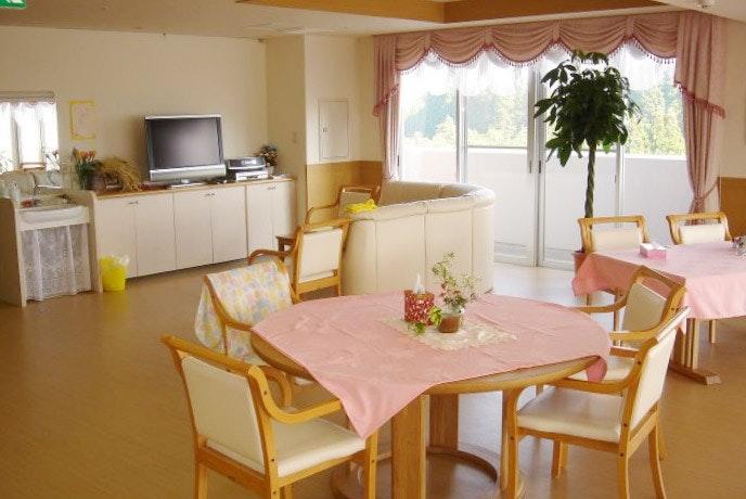 食堂(機能訓練室) くまもと長寿苑そよ風(有料老人ホーム[特定施設])の画像